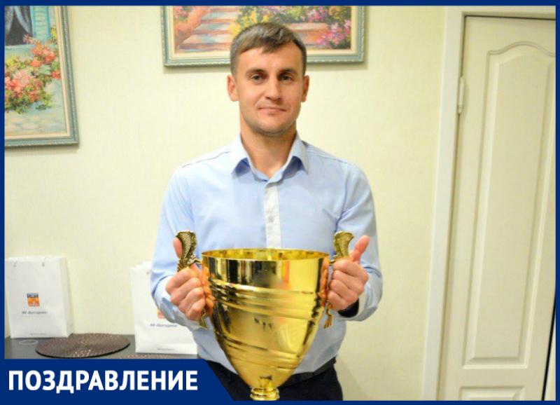 Полузащитник ФК «Волгодонск» Анатолий Макаренко отмечает личный праздник