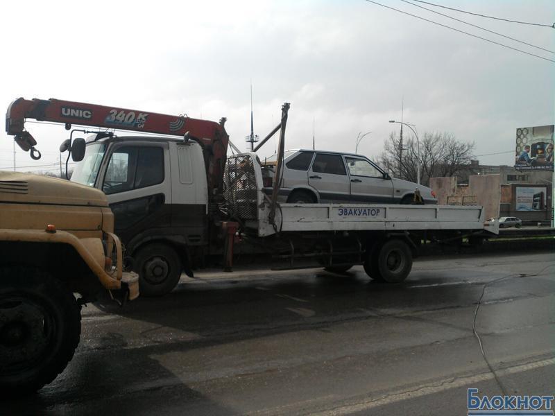 Неугомонный эвакуатор на полдня оставил город без троллейбусов