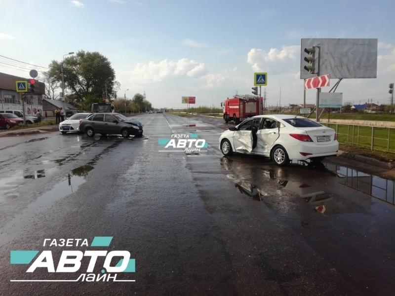 Пять человек пострадали в аварии на перекрестке Железнодорожная-Школьный