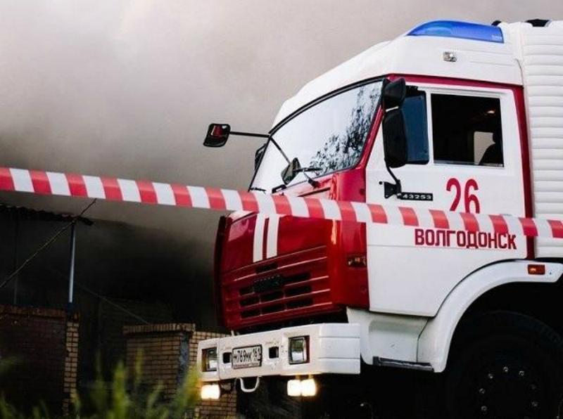 Очередное бесхозное строение сгорело в Волгодонске