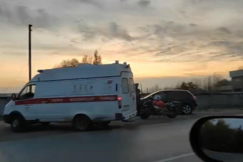27-летний мотоциклист врезался в «Ленд Крузер» в Волгодонске