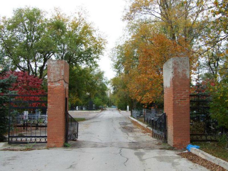 К могилам на кладбище №1 волгодонцы временно смогут пройти только пешком