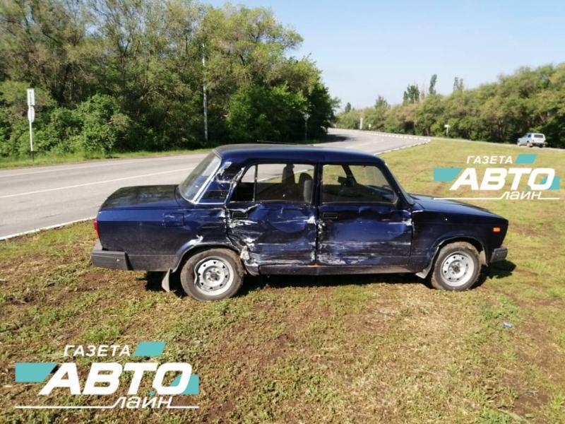 76-летний водитель ВАЗ-2107 спровоцировал ДТП с троллейбусом на выезде из Волгодонска