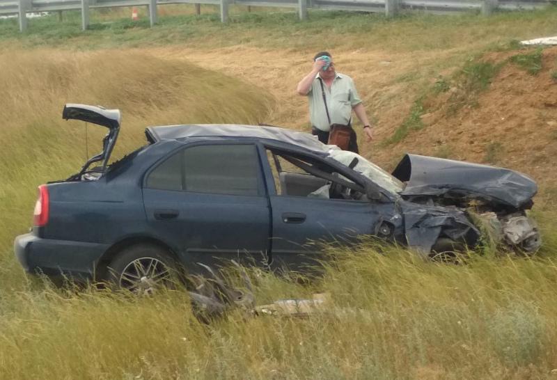 «Хендай» вылетел в кювет после столкновения с «Газелью» на трассе Волгодонск-Сальск