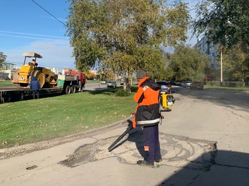 На проспекте Мира наконец-то приступили к ремонту разбитого подъезда к дому