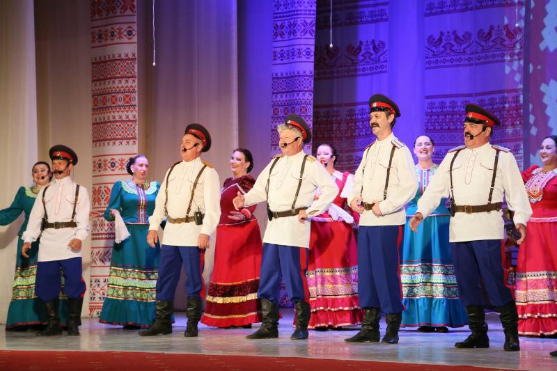 Волгодонский народный ансамбль песни и танца «Казачий Дон» торжественно отметил свое 40-летие