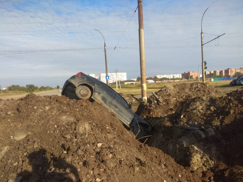 «Приора» улетела в яму на ремонтируемом участке дороги на Жуковском шоссе