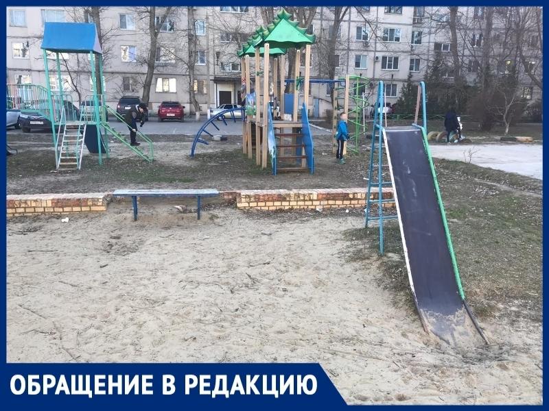 «Мусор и разруха»: волгодонцы просят облагородить детскую площадку в микрорайоне №8