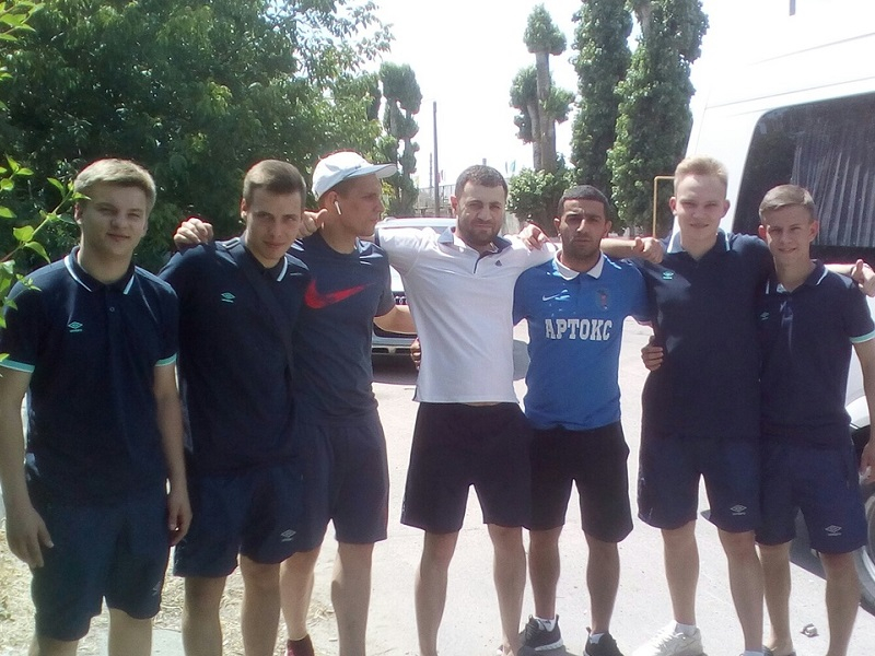 Футболисты из Волгодонска отправились в Азов в рекордную жару