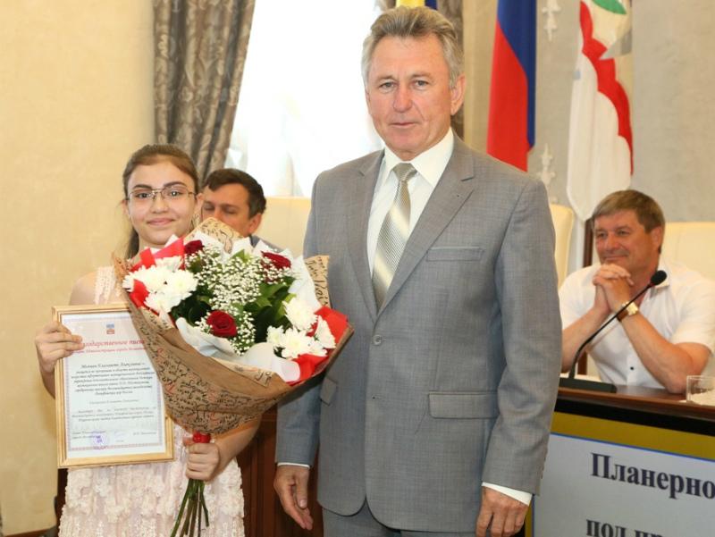 Призеры Дельфийских игр России получили благодарственные письма из рук главы администрации Волгодонска