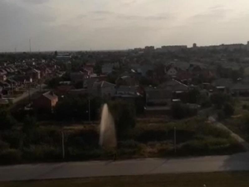 10-метровый коммунальный фонтан забил на проспекте Мира в Волгодонске