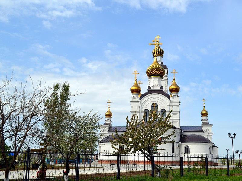 В храмах Волгодонска начали освящать пасхальные куличи