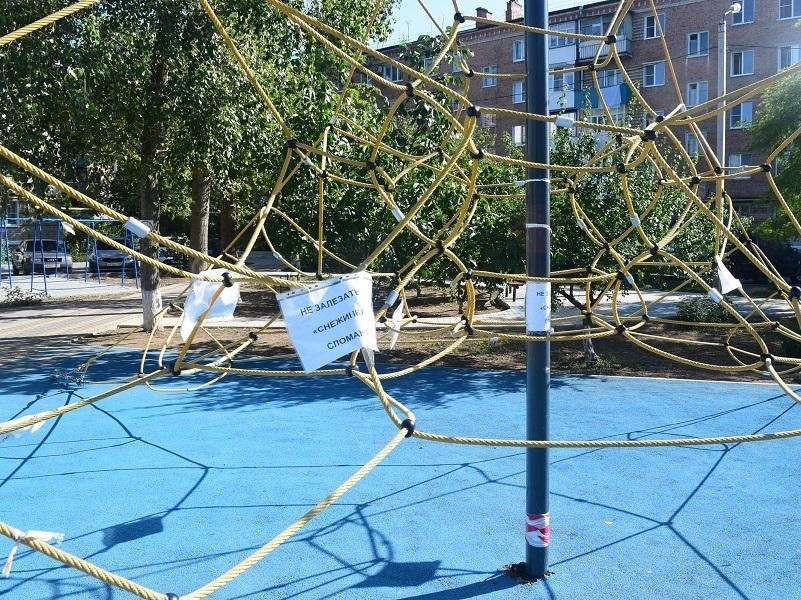 В Волгодонске толпа из «40 маленьких вандалов» повредила лучшую детскую площадку города