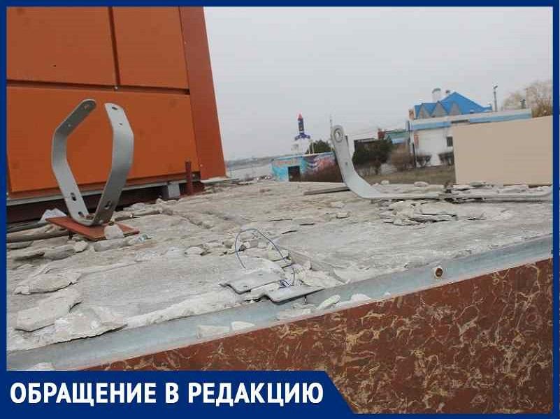 «Это монумент головотяпству», - волгодонца возмутило состояние стелы строителям