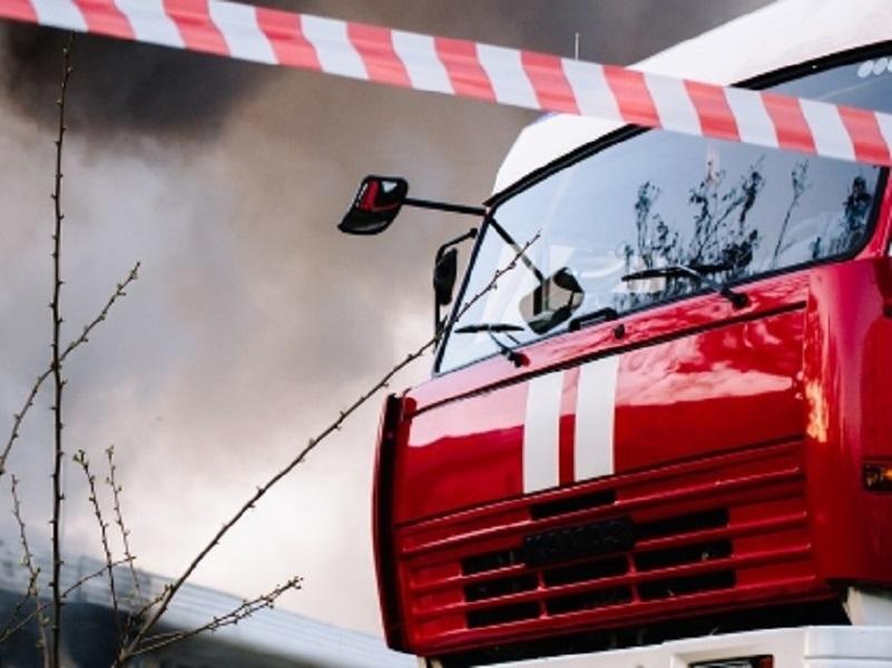В Цимлянске пожарные вывели из загоревшегося дома людей