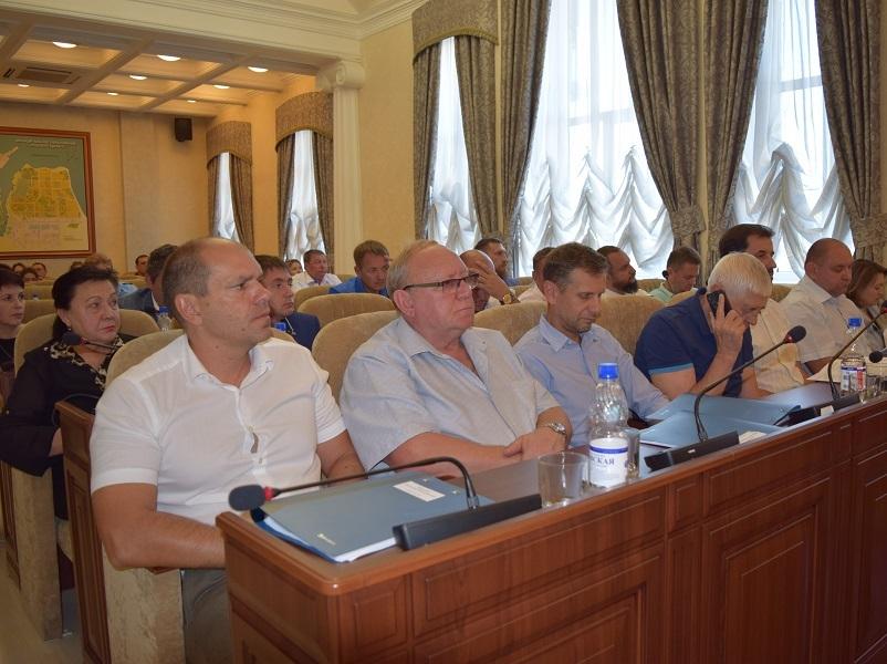 Депутаты собрались на первое после каникул заседание Думы