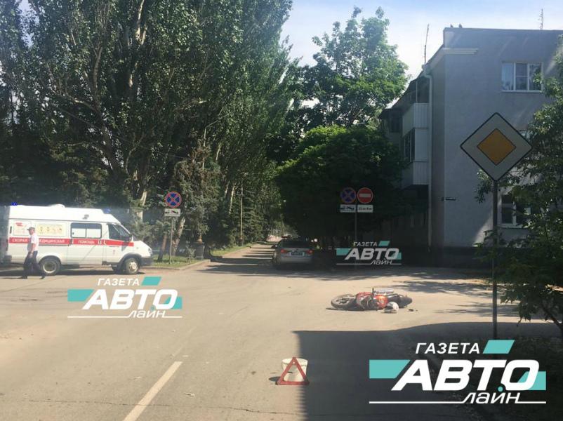 19-летний мотоциклист без прав попал под колеса «Лады Калины» в Волгодонске