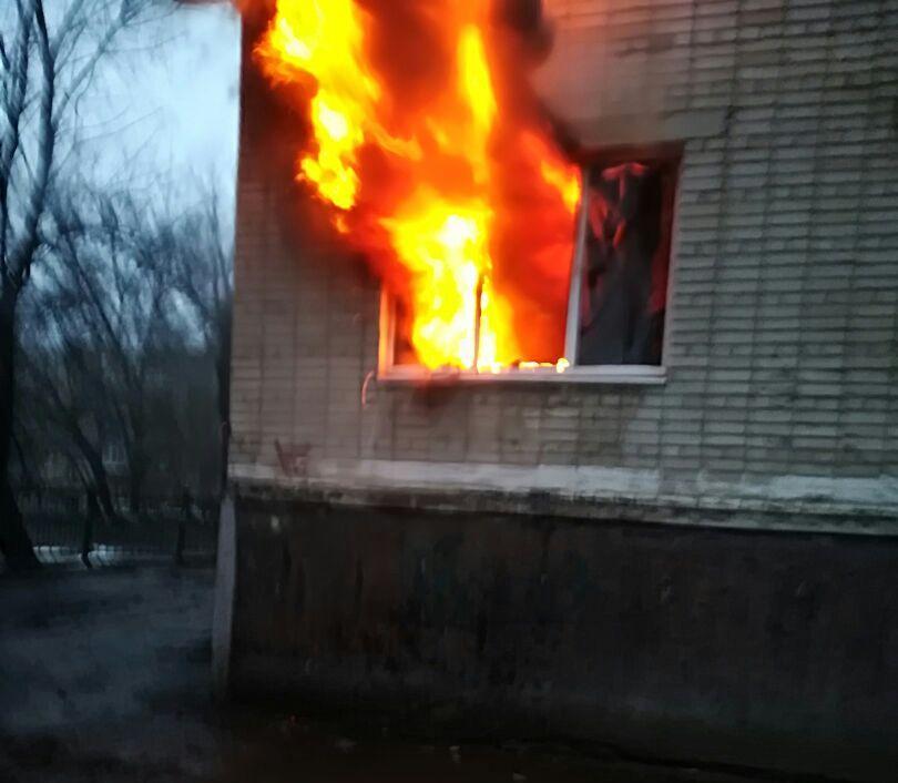 Женщина пострадала при пожаре в пятиэтажном жилом доме в Волгодонске