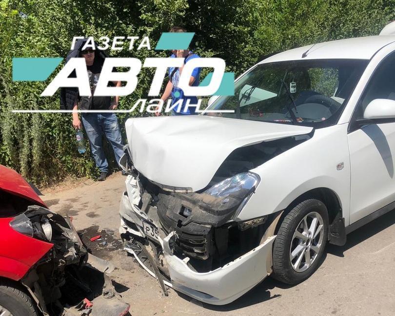 Переломы получили водитель и пассажиры «Ниссана» в аварии по дороге к базам отдыха