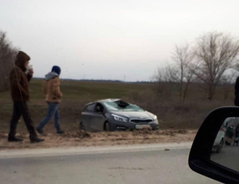 Серьезная авария на въезде в Волгодонск, две машины в кювете