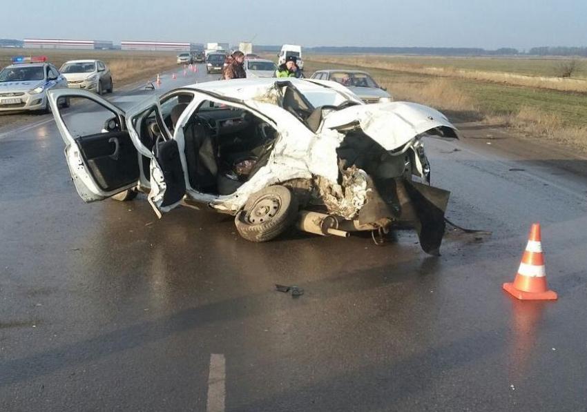 Один человек умер иодин пострадал вДТП смикроавтобусом наДону