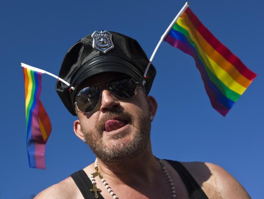 Износилование солдатиков геями