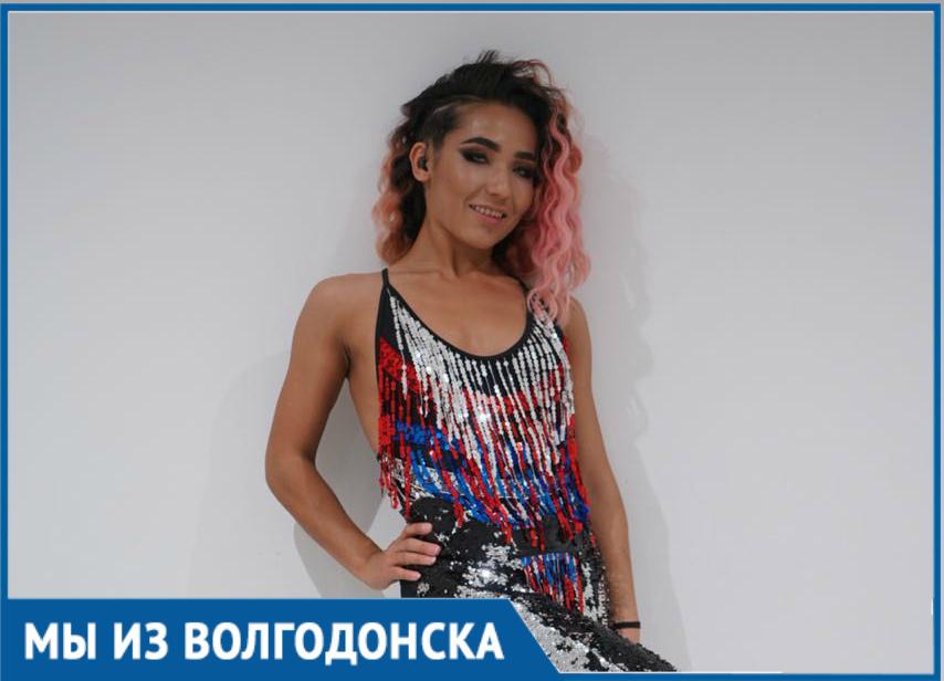 Уроженка Волгодонска Эльмира Махмудова зажгла на церемонии закрытия ЧМ-2018 вместе с Никки Джэмом