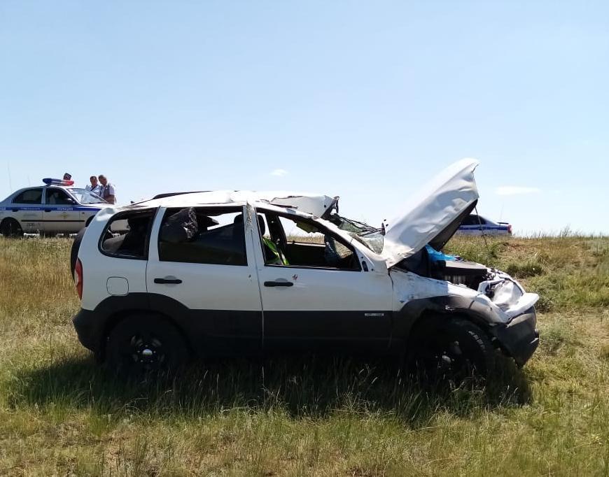 Волгодончанка пострадала в аварии с перевернутой «Нивой» на трассе