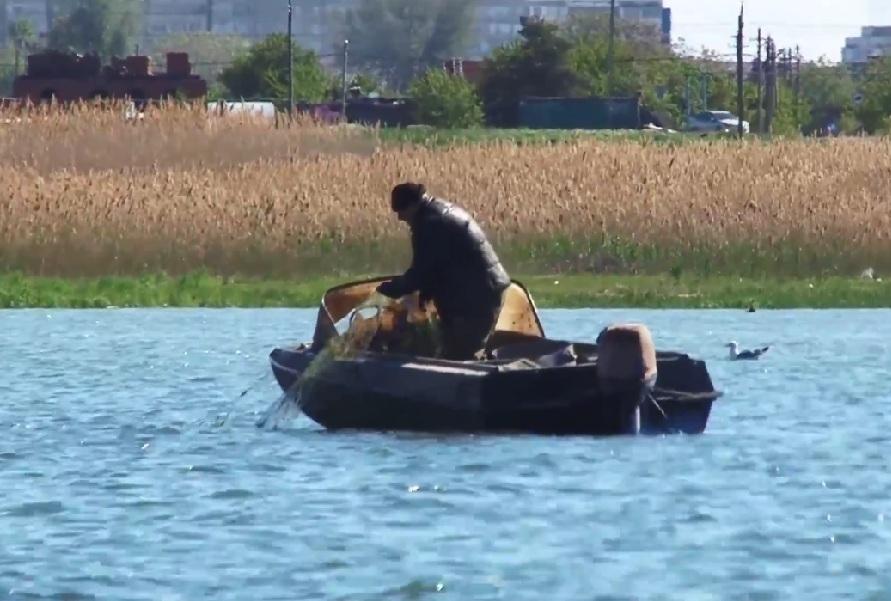 Из Цимлянского водохранилища достали 26 километров браконьерских сетей