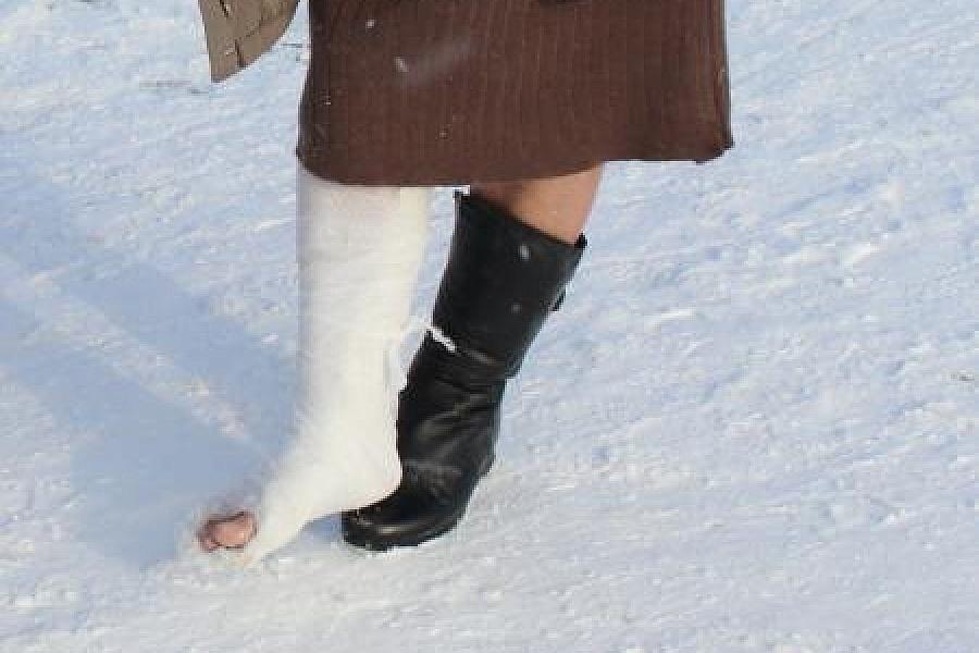 90 тысяч рублей заплатят медики волгодончанке, сломавшей ногу возле детской больницы в гололед