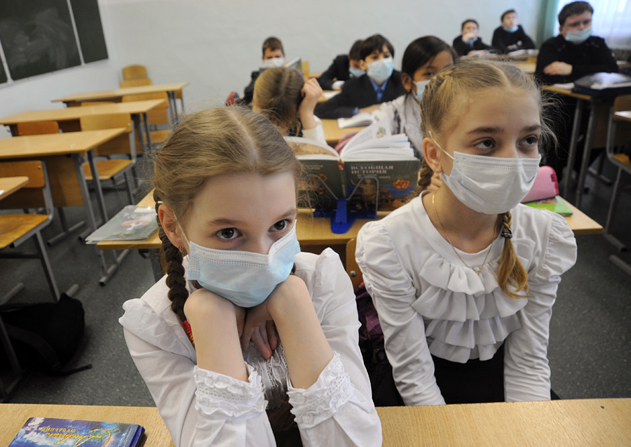 В школах Волгодонска ввели «масочный» режим – детей на входе осматривают врачи