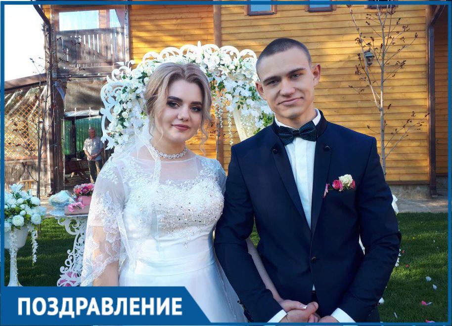 Супругов Шевченко друзья поздравляют с Днем свадьбы