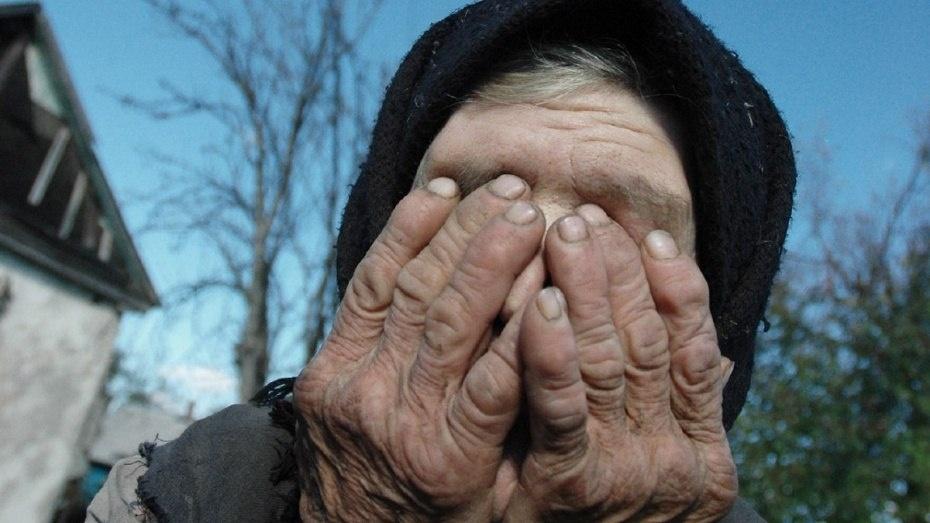 76-летнюю пенсионерку избил и изнасиловал мужчина в Дубовском районе