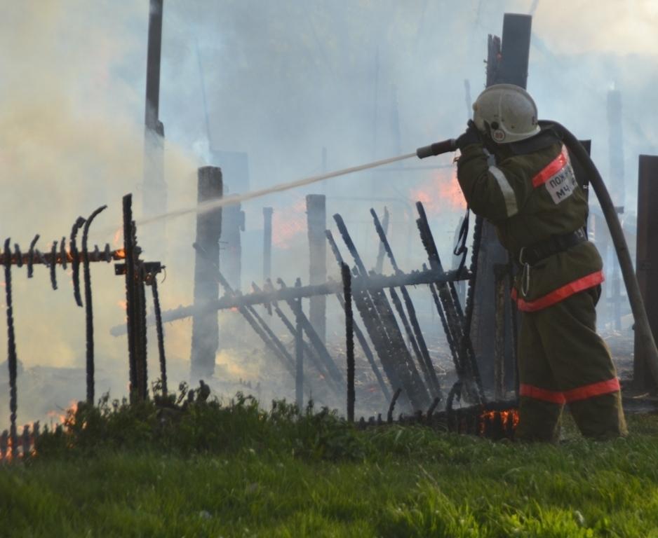 Бесхозное строение сгорело в Волгодонске