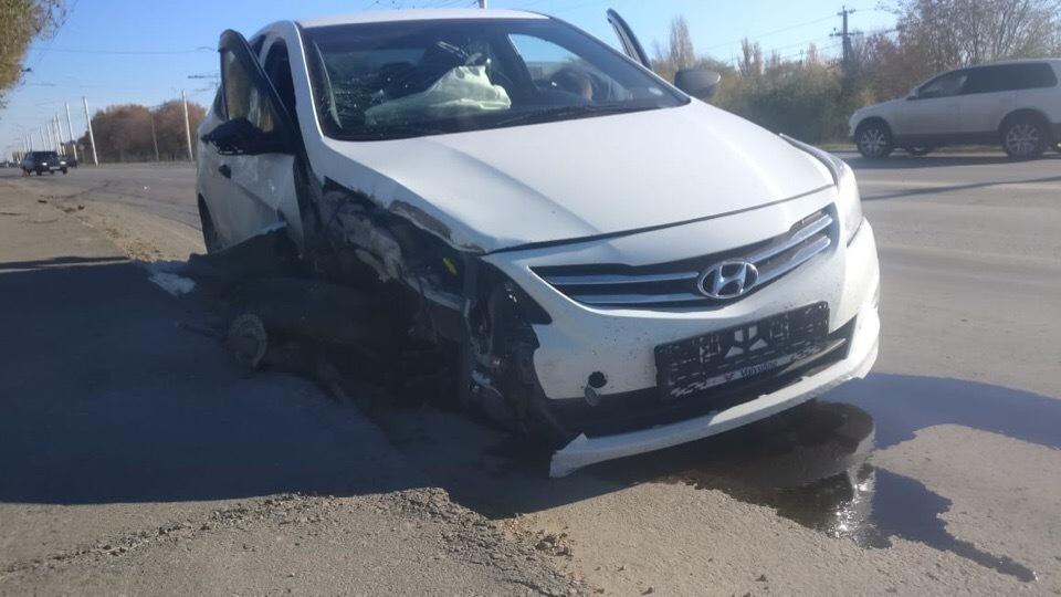 Уходя от столкновения с «Ладой» водитель «Хендая» врезался в столб на Жуковском шоссе