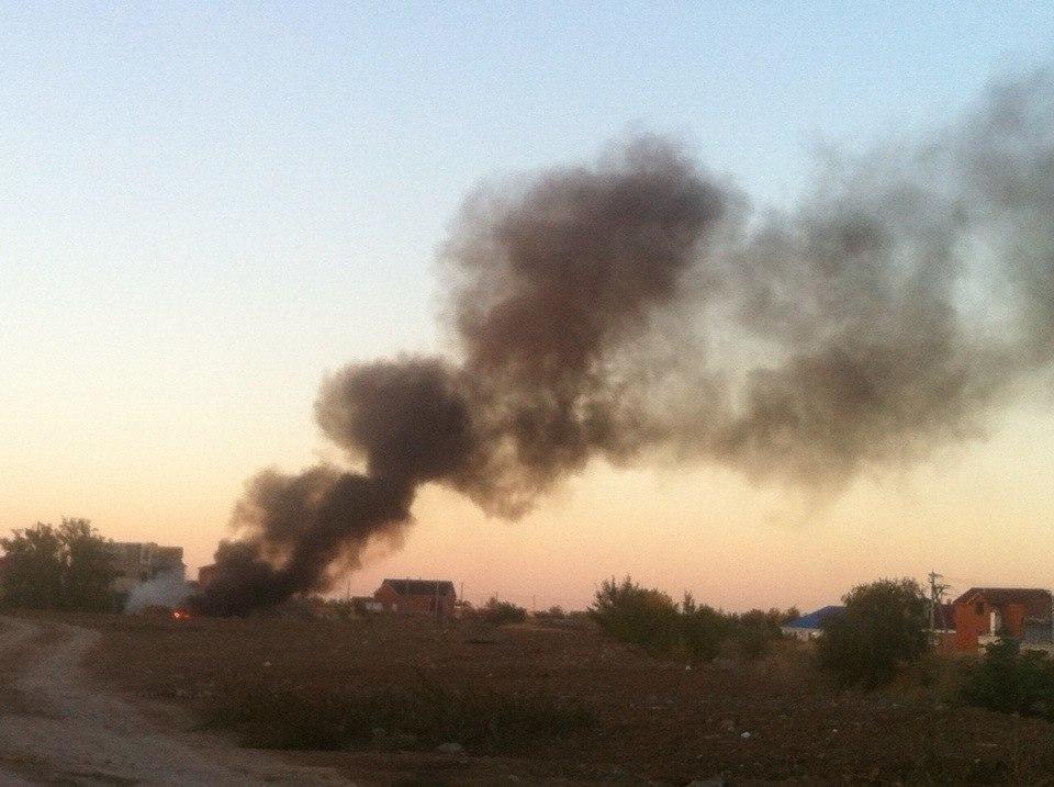 В Волгодонске на В-16 рядом с заправкой полыхает пламя, - читатель