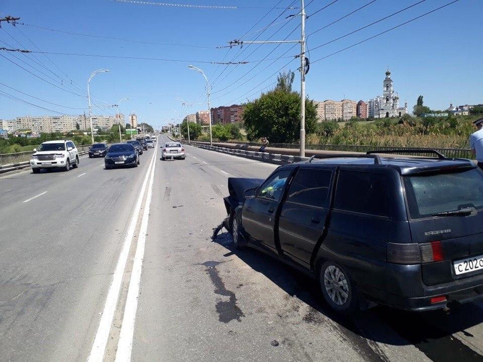 73-летние супруги пострадали в аварии на мосту в Волгодонске