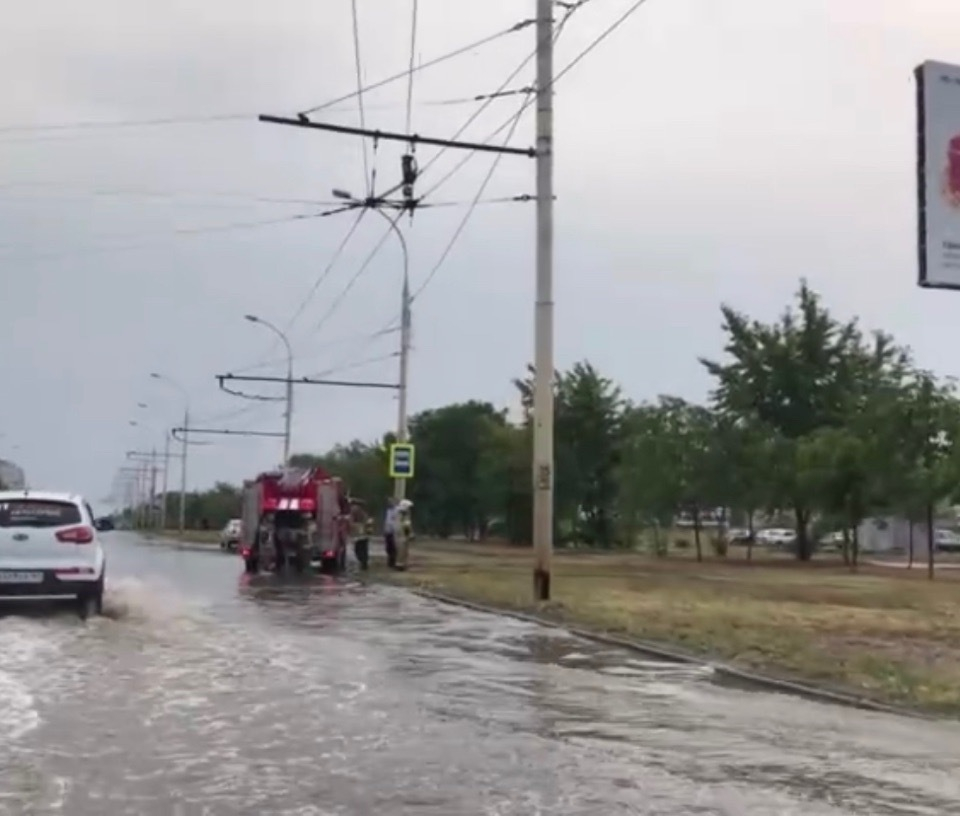 К борьбе с последствиями ливня в Волгодонске подключили МЧС