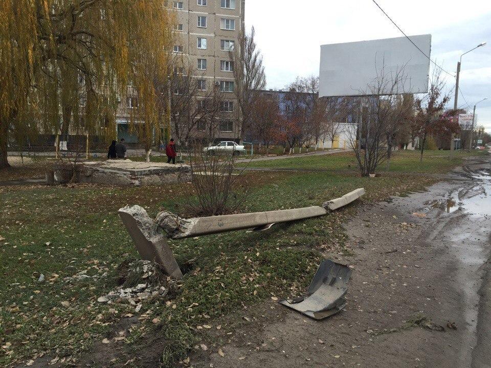 Водитель ВАЗ-21099 снес опору ЛЭП на Степной в Волгодонске