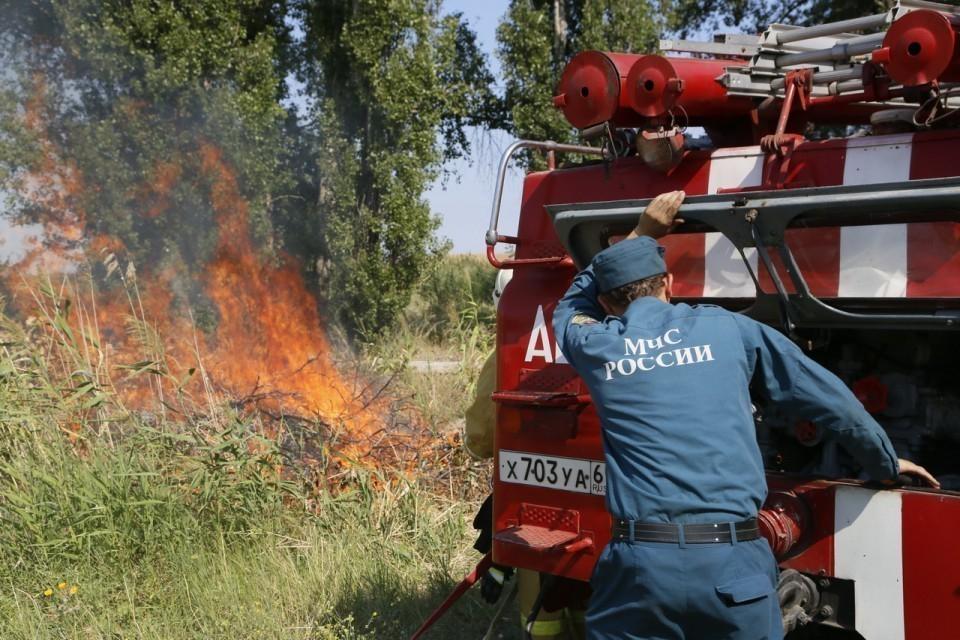В Волгодонске пожар едва не охватил очистные сооружения