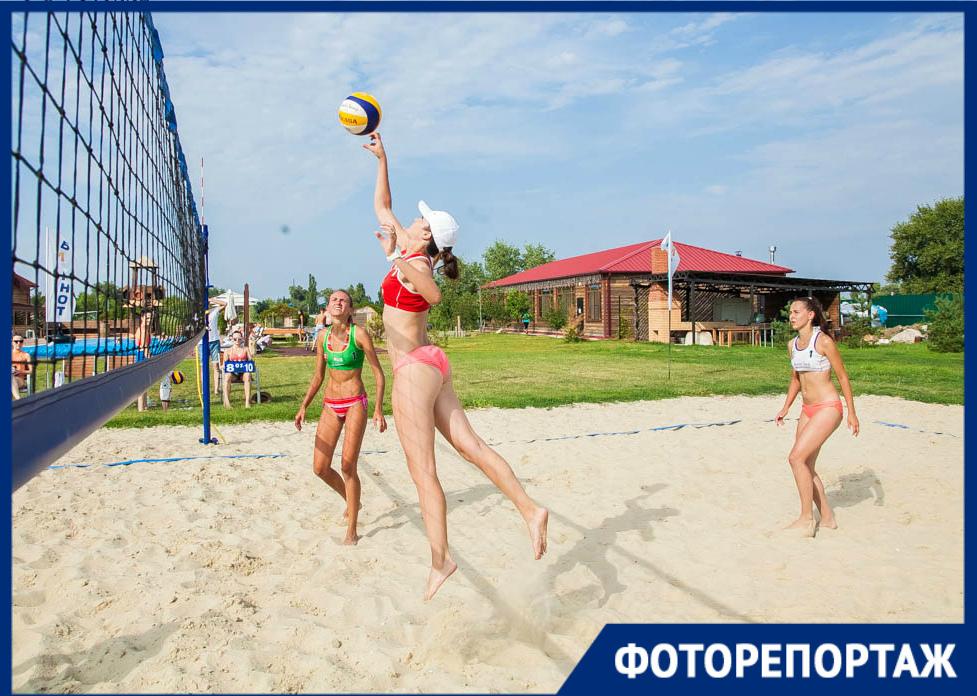 Ростовчанки уверенно обыграли волгодонскую команду «Черная молния» на турнире по пляжному волейболу