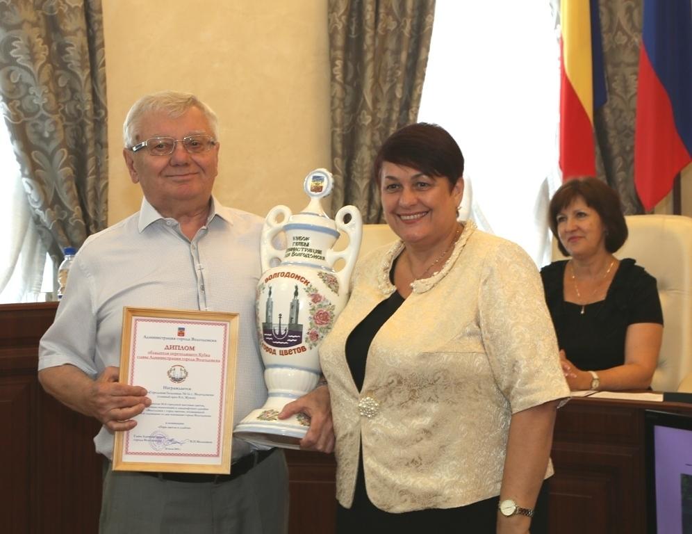 Больница № 1 получила гран-при и Кубок главы администрации в конкурсе «Выставка цветов»