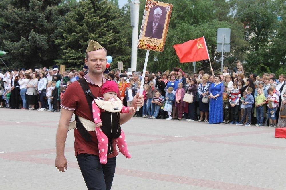 «Найди себя на фото»: Фоторепортаж с «Бессмертного полка» в Волгодонске. Часть 2