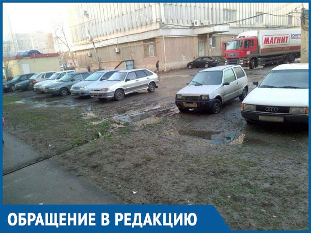 Парковка, шум, грязь и машины 24 часа в сутки, - жители «тридцатника» потеряли спокойный сон