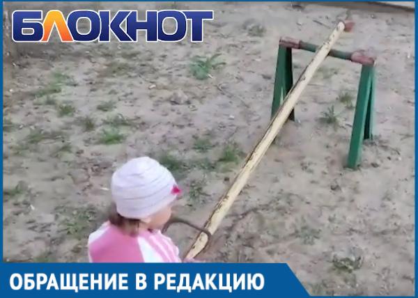 Суровые детские качели в Волгодонске сняла на видео волгодончанка