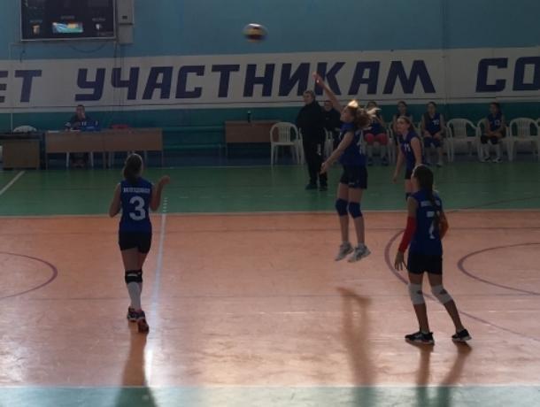 Школьницы из Волгодонска показали мастерство игры в волейбол