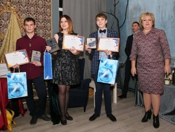В Волгодонске в День волонтера наградили самых отзывчивых людей города
