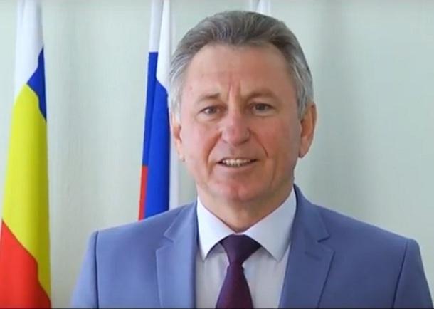 Виктор Мельников поздравляет волгодонцев с Днем России