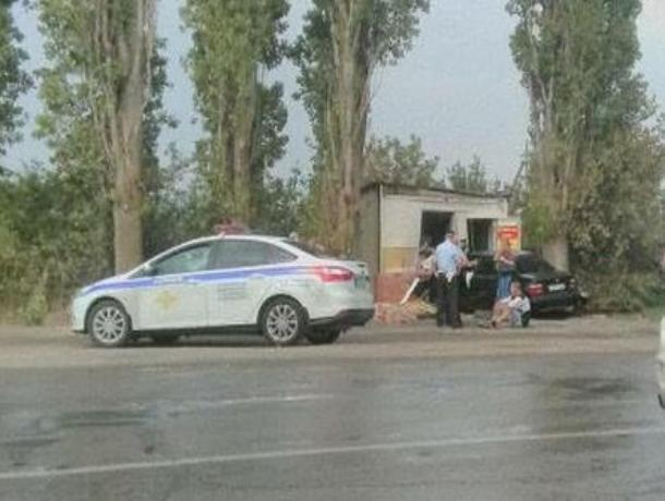 Пьяный водитель «БМВ» влетел в магазин в волгодонском садоводстве