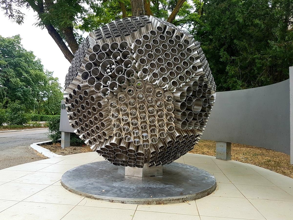 Светящийся полутораметровый икосаэдр установлен в сквере Машиностроителей